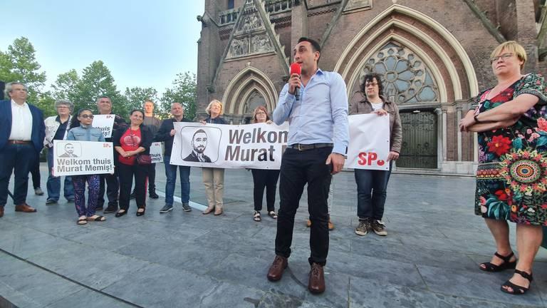 Murat Memis zette woensdagavond weer voet op Eindhovense bodem. (Foto: Collin Beijk)