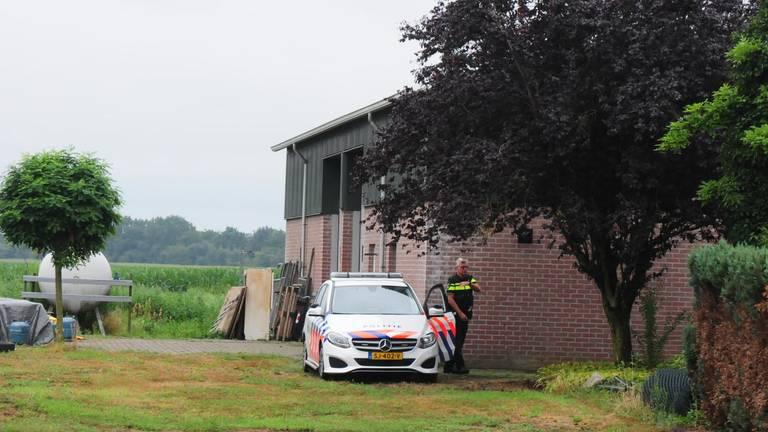 Drie mannen die in de loods aanwezig waren, zijn aangehoudenFoto: Harm Leuken / SQ Vision
