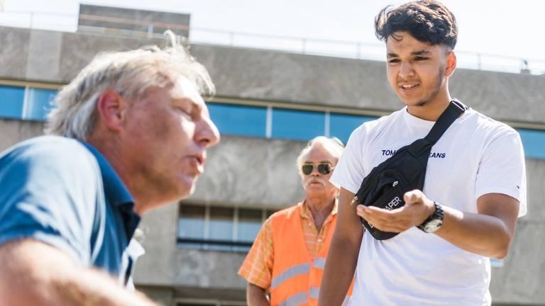 Cihan (r) met Pegida-voorman Edwin Wagensveld (Foto: Sem van Rijssel/SQ Vision Mediaprodukties).