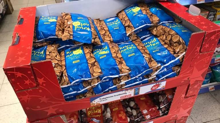 Zomer? De eerste pepernoten liggen al in de winkels (Foto: Raymond Merkx)