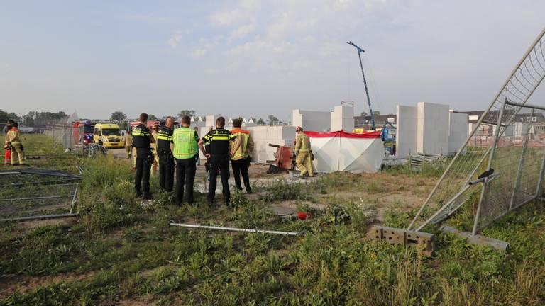 De man overleed op de bouwplaats (foto: Dave Hendriks/SQ Vision Mediaprodukties).