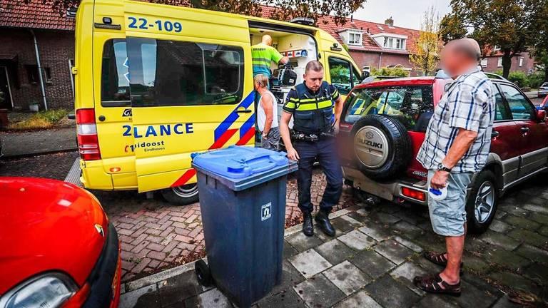 De ambulance moest komen om de man te helpen (foto: SQ Vision).