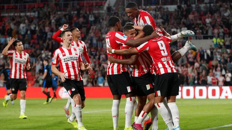 PSV juicht na goal tegen Apollon Limassol (foto: VI Images).