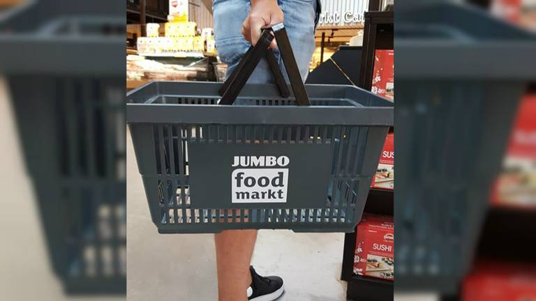 De verdwenen winkelmandjes van de Jumbo Foodmarkt Veghel zijn donkergrijs.