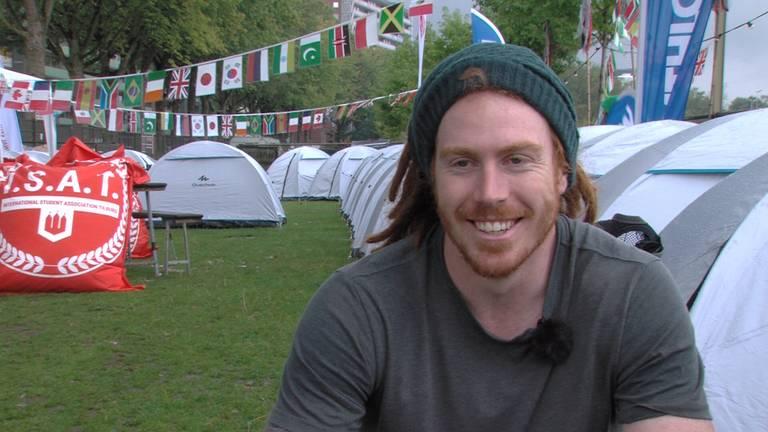 Alex King komt uit Australië om te studeren in Tilburg. Zijn verblijf nu: een tentje. (foto: Tijmen Moelker)
