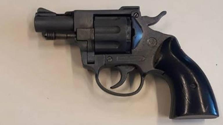 Het door de schoonmoeder gevonden wapen. (Foto: Politie Oss)