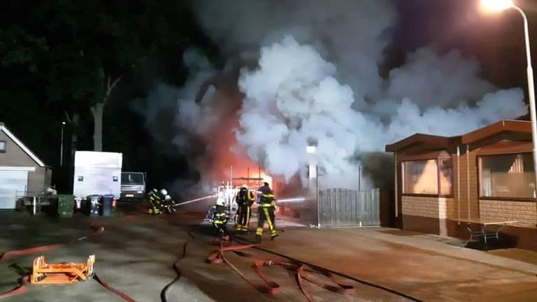 De woonwagen ging in vlammen op. (Foto: Politie.nl)