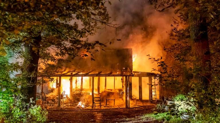 Twee jongens van 6 en 9 jaar overleefden de brand niet. (Foto: Marcel van Dorst / SQ Vision)