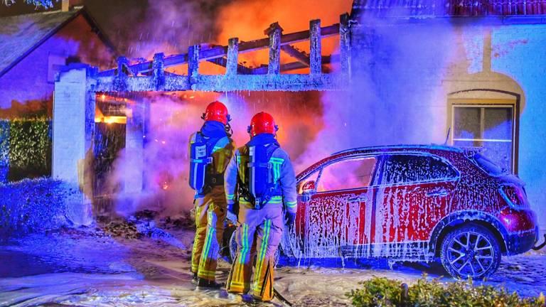 De schade in Bergeijk is groot na de brand (foto: Rico Vogels/SQ Vision).