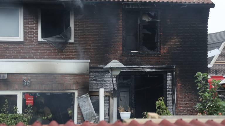 De schade aan het huis aan de Teugenaarsstraat is enorm. (Foto: SQ Vision/Gabor Heeres)