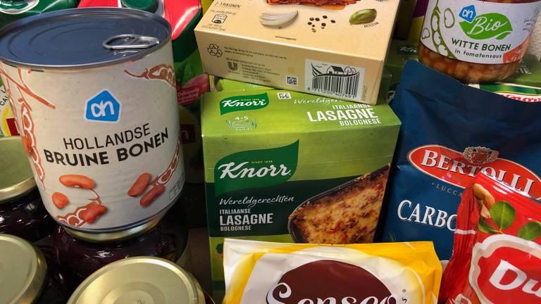 Een greep uit de producten waarvan de prijs niet klopt bij supermarkten van Albert Heijn. (Foto: Ronald Strater)