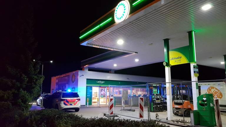 Het overvallen tankstation aan de Udenseweg in Veghel werd na de overval gesloten (Foto: AS media)