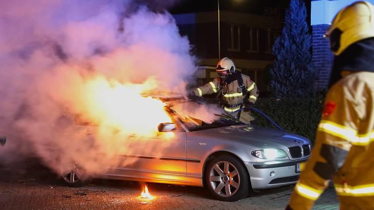 De brandweer bluste het vuur in Oss. (Foto: Gabor Heeres/SQ Vision)