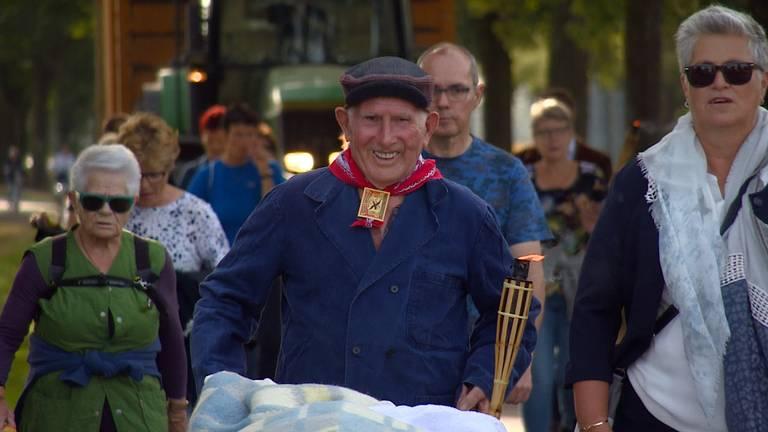 De 83-jarige Pierre Martens liep de evacuatietocht opnieuw.