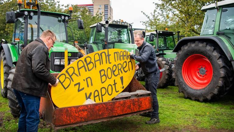 Tientallen boeren voerden eerder ook al actie bij het provinciehuis. (Foto: ANP)