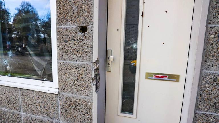 Het Eindhovense huis is met meerdere kogels geraakt. (Foto: Dave Hendriks/SQ Vision)