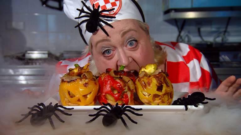 Betty is klaar voor Halloween.