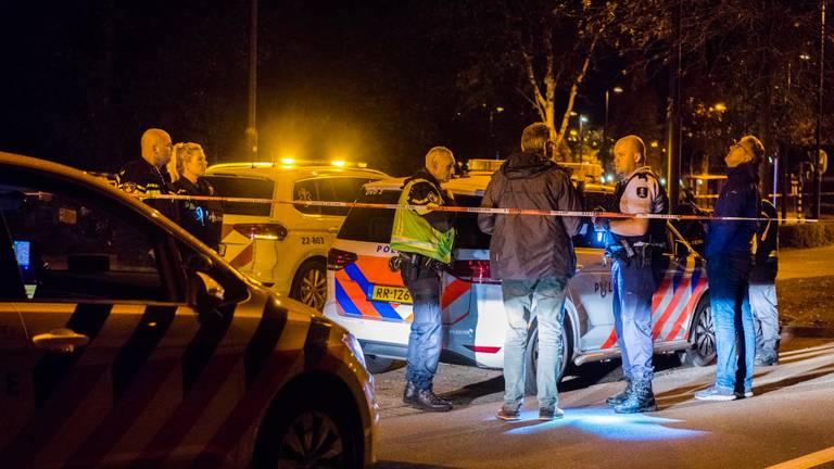 De politie deed zondagavond uitgebreid onderzoek in Veldhoven. (Foto: Sem van Rijssel /  SQ Vision)
