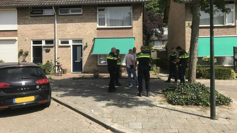 De politie na de de uit de hand gelopen drugsdeal. (Foto: Dave Hendriks/SQ Vision)