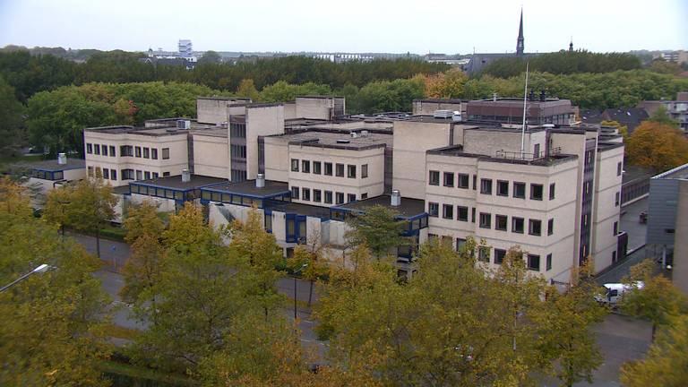 De voormalige rechtbank aan de Sluissingel in Breda (foto: Raoul Cartens)