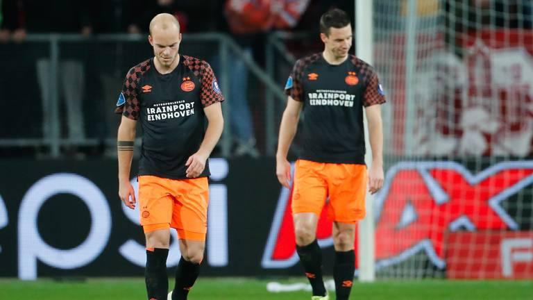 Het uit het veld sturen van Jorrit Hendrix en Nick Viergever nekte PSV. (Foto: Hollandse Hoogte)