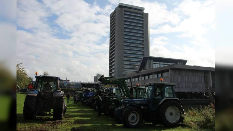 Boeren bij het provinciehuis. (Foto: Dirk Verhoeven)