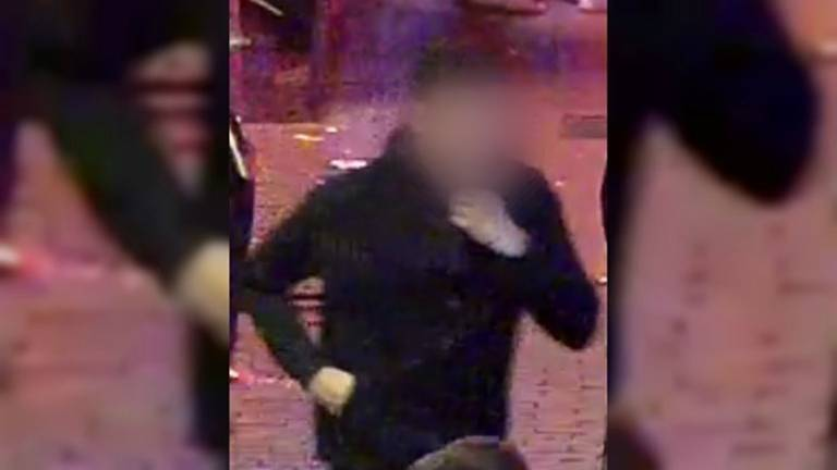 De politie gaf beelden vrij van de verdachte. (Foto: politie)