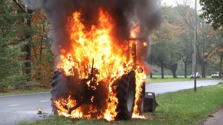 Het voertuig raakte zwaar beschadigd. (foto: Gabor Heres/SQ Vision Mediaprodukties)
