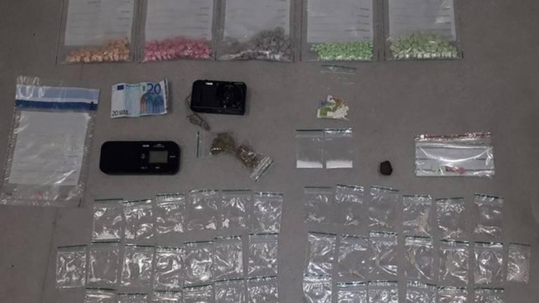 De aangetroffen drugs. (Foto: Politie)