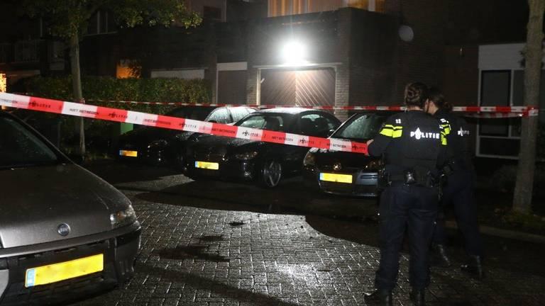 In een huis in Den Bosch werd een man met een schotwond gevonden. (Foto: Bart Meesters)