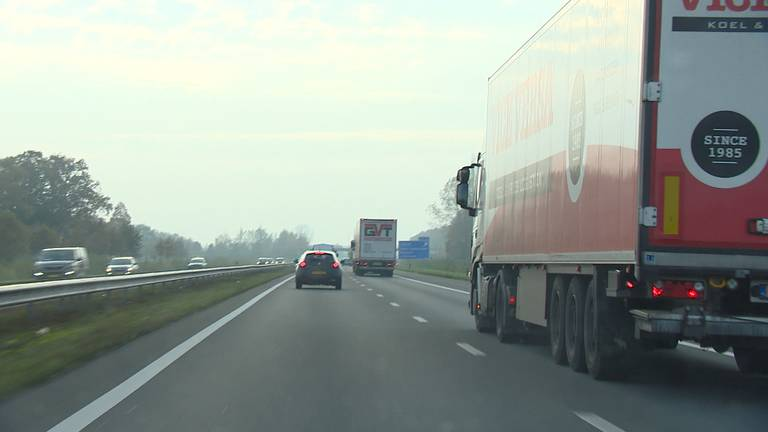 De snelweg A50 wordt verbreed (foto: Rogier van Son).