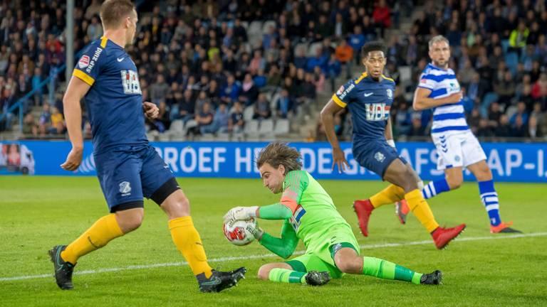 Ruud Swinkels brengt redding in het duel met De Graafschap (foto: OrangePictures).