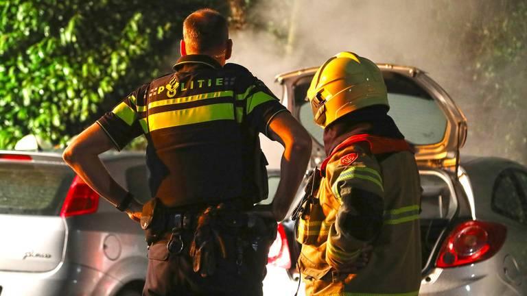 Twee auto's gingen bij de brand verloren. (Foto: Gabor Heeres/SQ Vision)