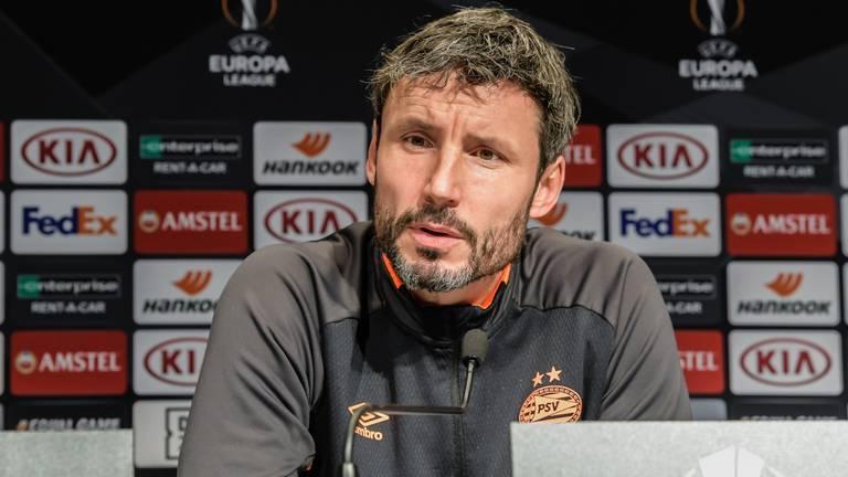 PSV-trainer Mark van Bommel tijdens een persconferentie. (Foto: Hollandse Hoogte).