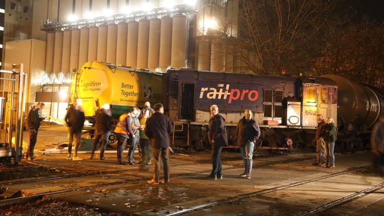Een vrachtwagen en een locomotief van een trein kwamen begin november met elkaar in botsing (Foto: Gabor Heeres).