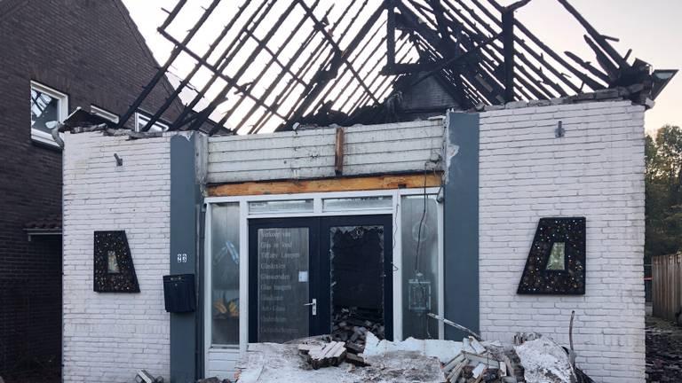 Het compleet verwoeste atelier in Veghel (foto: Omroep Brabant).