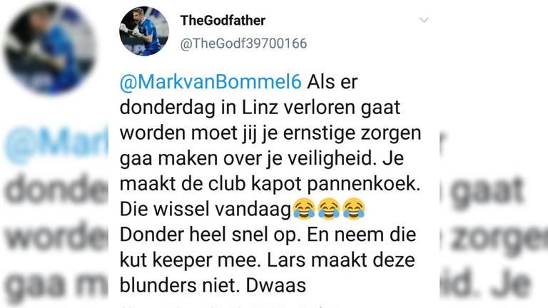 De Twitteraar stuurde onder andere deze tweet, PSV deed aangifte. (Foto: Twitter)