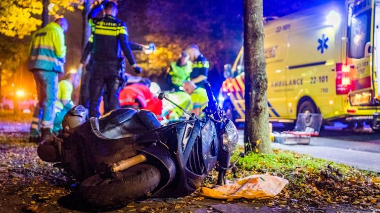 Het ongeluk gebeurde vrijdagavond op de Hendrik Veenemanstraat in Son. (Foto: Sem van Rijssel/SQ Vision)