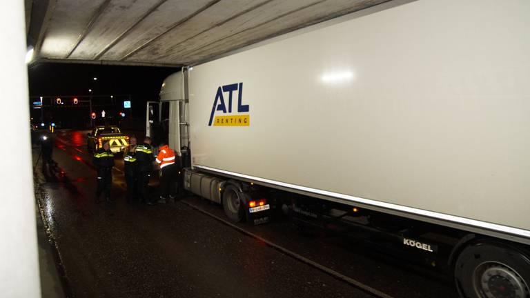 Het is de zoveelste vrachtwagen die de hoogte verkeerd inschat (Foto: FPMB).