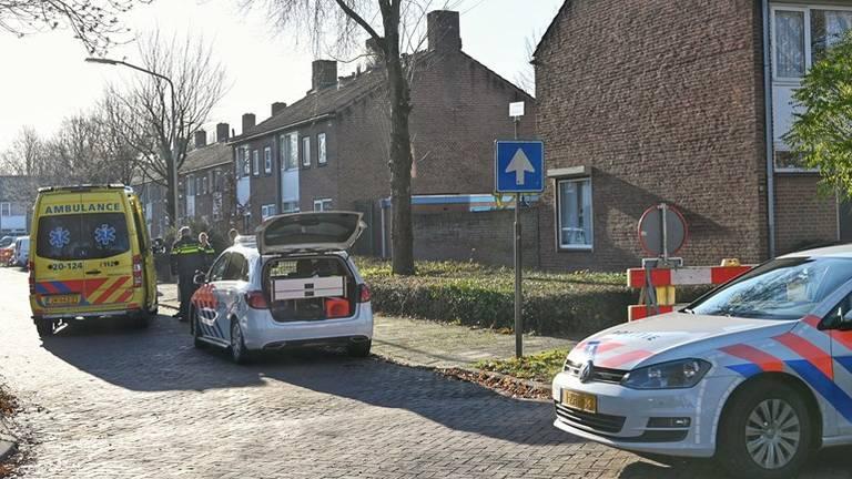 De politie deed zaterdag onderzoek in het huis van het slachtoffer. (Foto: SQ Vision)