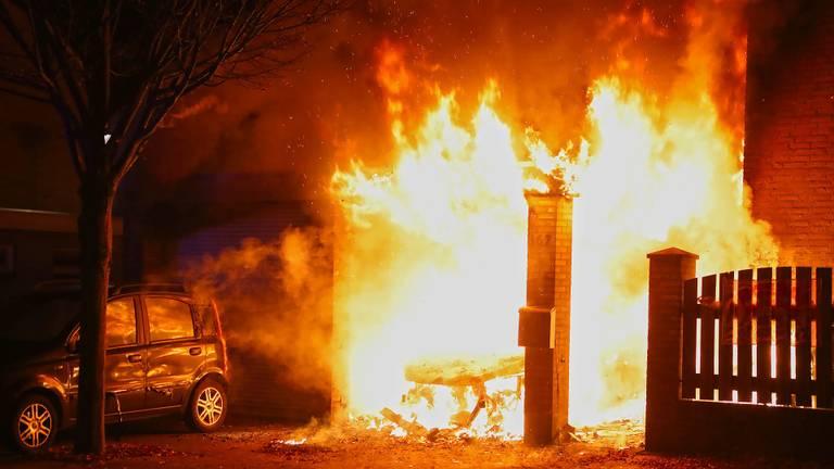 De brand bij het huis van de zus van Michiel (foto: Gabor Heeres / SQ Vision).