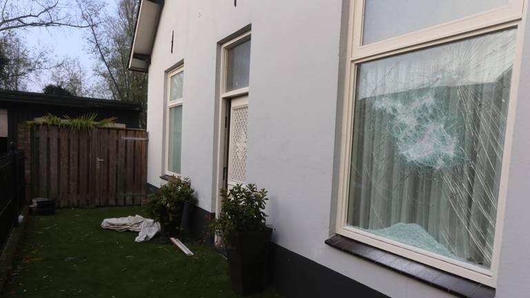 De politie onderzocht dit huis vanwege groepsverkrachting (foto: Bart Meesters/Meesters Multi Media).