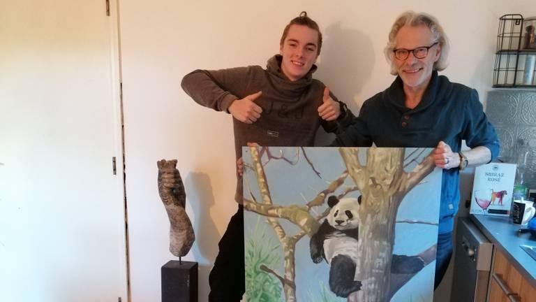 Jasper (links) gaat panda's verzorgen in China. (Foto: Jasper Spaaij)