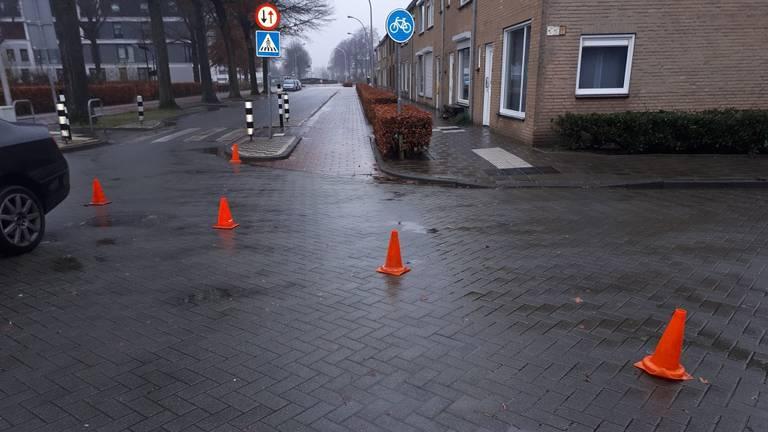 De pionnen werden door automobilisten genegeerd. (Foto: Facebook politie Waalwijk)