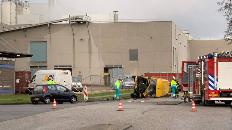 De twee busjes die bij het ongeluk betrokken waren (foto: Jack Brekelmans/Persburo BMS).