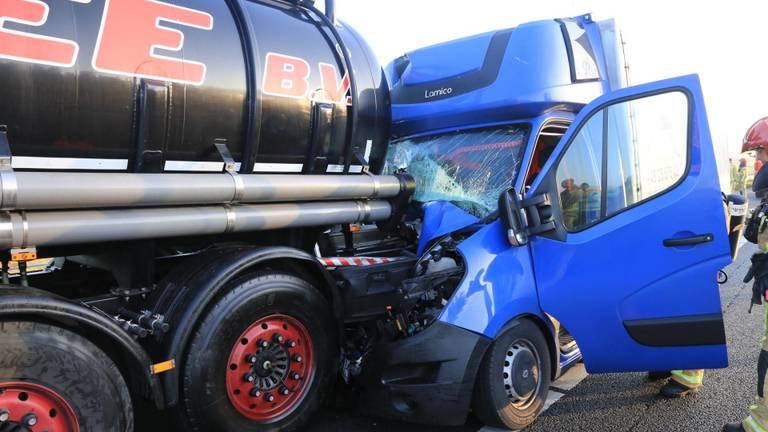 De situatie na het ongeluk op de A67 (Harrie Grijseels/SQ Vision Mediaprodukties).