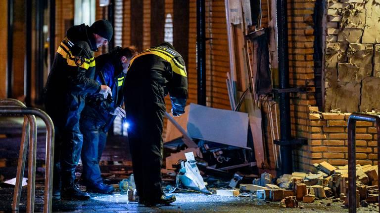 De politie onderzoekt de plofkraak in Breda,. (Foto: Marcel van Dorst/SQ Vision)