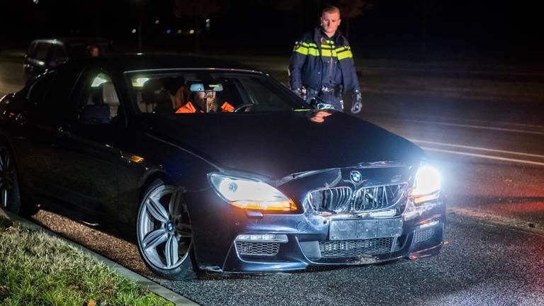 De auto van de advocaat raakte vrijdagnacht ook beschadigd. (Foto: Sem van Rijssel