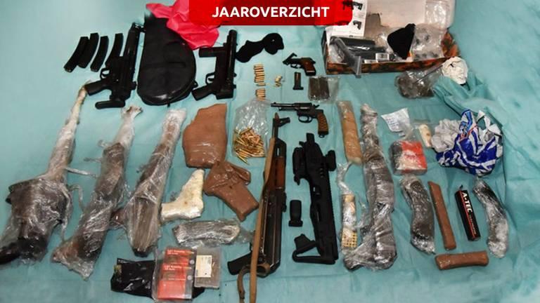 De politie heeft al heel wat wapens en drugs in beslag genomen tijdens Operatie Alfa. (Foto: Politie)