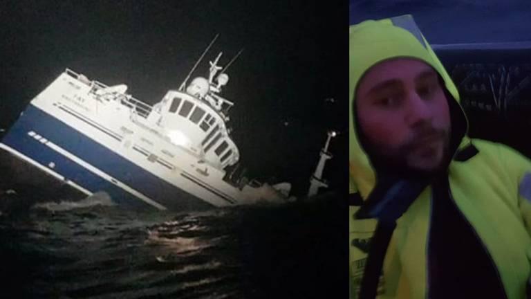 De zinkende vissersboot en Sander in het vlot (Foto's: Sander van de Pol)